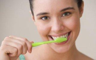 刷牙时牙龈出血是怎么回事?