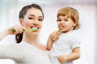 吃易染色的食物后不漱口  6个坏习惯最毁牙
