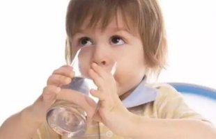 夏天针对宝宝不同的症状及时补充水份
