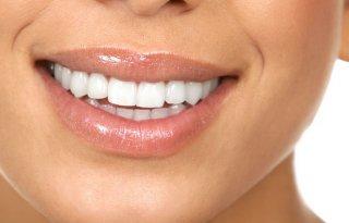 牙签并非万能!剔牙不如用牙线及牙刷