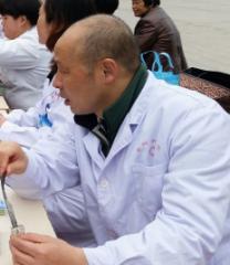 阜阳市二院举行全国爱肝日义诊宣传活动