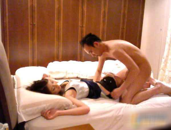 2012年8月,据台湾东森新闻报道,2011年7月,有一对姐妹花控诉李涉嫌下药迷奸还拍性爱光碟,当时李否认性侵,辩称受害人是自愿与他发生关系。