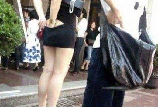 穿这样的裙子就是方便 怎么抠都不碍事