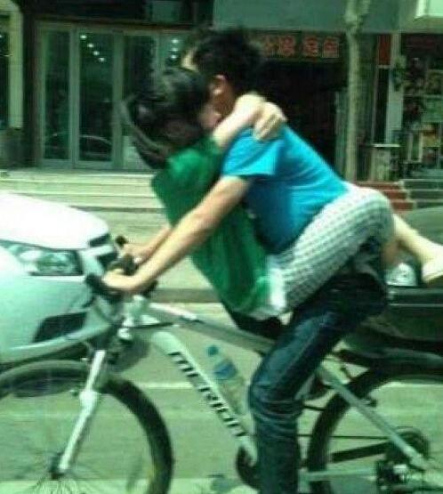 这车骑的可真够累的,不过满满都是爱啊
