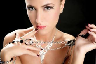 冬奥会正当时 运动型氧气美女钻石珠宝私搭
