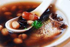 夏季汤品推荐 杂豆鲫鱼汤的做法