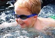 游泳桶:游泳推进力是指游泳时推动人体前进的力