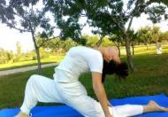收腹瑜伽收掉你的游泳圈