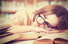 女性朋友睡觉用怎样的姿势越睡越美