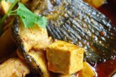 红咖喱鱼片炖豆腐