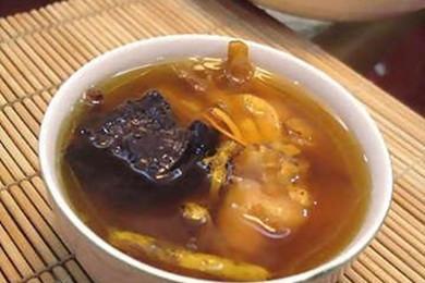 石斛灵芝炖鸡汤