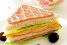 三文鱼火腿三明治