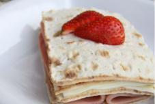 草莓夹心三文治