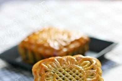 广式豆沙蛋黄月饼1