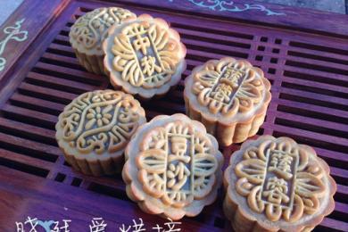 莲蓉蛋黄月饼2