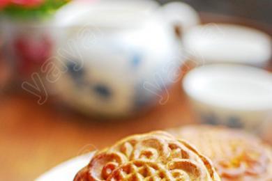 莲蓉蛋黄月饼1