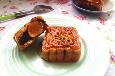 广式豆沙蛋黄月饼3