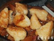 五花肉烧粽子的做法