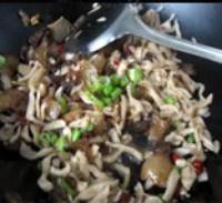 腊猪头肉炒萝卜干的做法