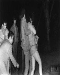 夜幕下公园里,专拍偷情的偷窥狂人