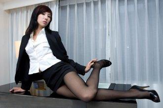 办公室的丝袜诱惑 似乎闻到了奸情的味道