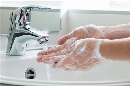 因一块口香糖患重度强迫症 曾经一天洗掉一大块香皂
