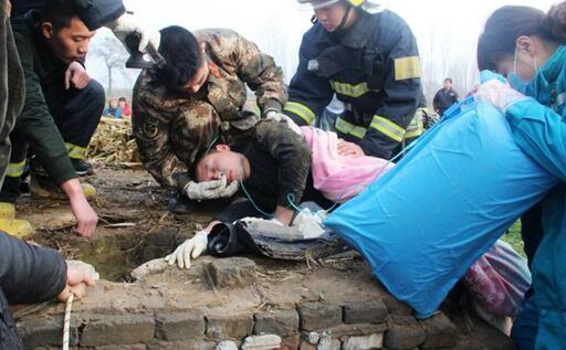 女子跳入20米深井 95后战士救人后一度晕厥