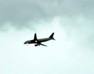 俄罗斯客机起飞途中遭遇2次雷击 幸得平安降落