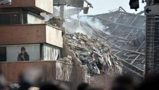 伊朗首都17层商业楼起火坍塌   目前已有30名消防队员丧生