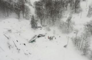 意大利地震引发雪崩  现场一片狼藉
