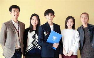 tfboys王源参加青年峰会 代表联合国驻华系统前往纽约