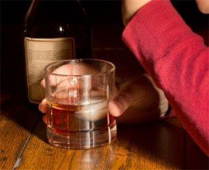 男子参加同事聚会喝多丧命 竟因呕吐物堵塞喉管