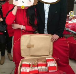 这个女孩订婚  竟收到288万现钞聘金