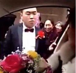 悲剧!因不给下车费新娘拒下车  惹怒新郎转身就走