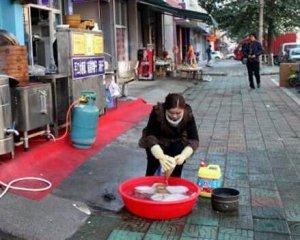 美女韩国留学归来 街边洗碗卖早点