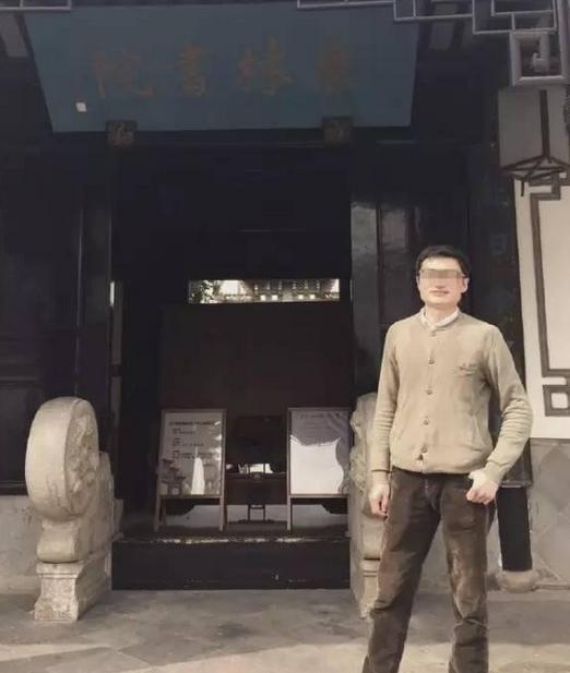 """""""南京南站惨案""""家属质疑   网警回怼:说事就说事 发啥自拍"""