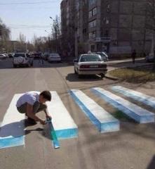 街头仿真3D图,行人不得不绕道而行,最后一张有亮点