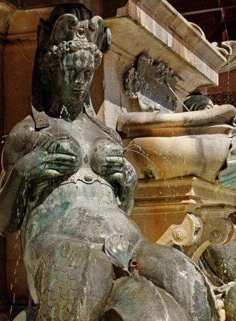 """欧洲那些令人咋舌的喷泉:手扶双乳""""挤奶"""",少女蹲着尿尿"""