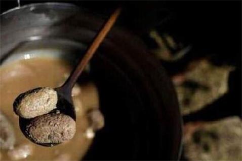 世界之大唯这个最重口!塞尔维亚的睾丸烹饪节雷死个人