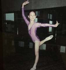 她是《乡村爱情故事》中的王小蒙,曾做过章子怡替身,如今走红国际!