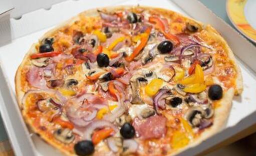 美国男子两次买到猪肉香肠披萨 上诉获赔近7亿