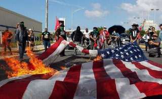 波多黎各民众怒烧美国国旗,只因美国做了这件事!