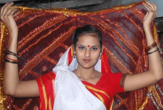 """印度女孩与狗成婚,是""""信仰""""还是""""人畜乱伦""""的节奏?"""