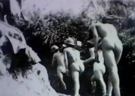 """越南女兵打仗时为何一丝不挂?  """"脱衣露乳""""真相是什么?"""