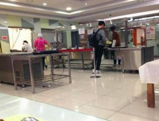 赴韩留学妹子,顿顿泡菜吃到怕,特别想回中国大口吃肉!