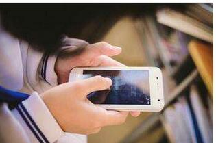 """每天看手机3小时,我们成了""""沉迷手机""""全球第二!"""