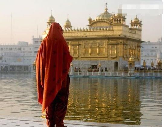 """印度""""圣女""""光环的背后,竟是高僧培养的性奴,艾滋流通站!"""