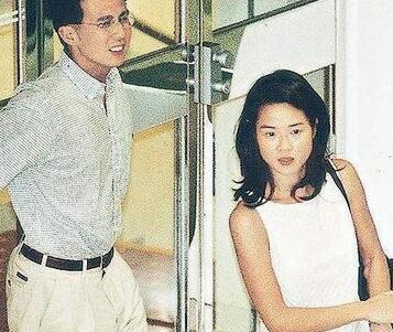 李泽楷是三个孩子的父亲,但是女友不比王思聪少,李嘉诚却只认她当儿媳!