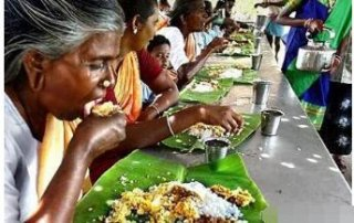 印度流行的手抓饭吃相不忍直视,网友:筷子是最伟大的发明