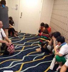 """300元六天五夜港澳游? 游客曝在金店没买东西被关""""小黑屋""""!"""